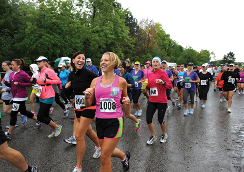 Despite the rain over 1,000 runners enjoyed the beautiful course of The Mighty Niagara Half Marathon and Hospice Dash 5k Walk/Run.